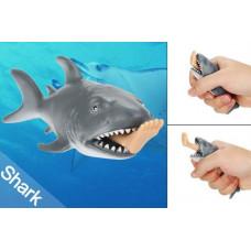 Акула с ногой в пасти